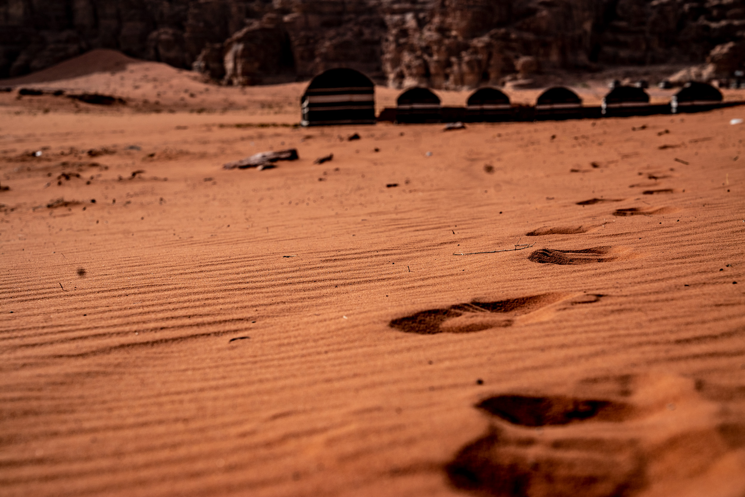 Sognare Di Camminare Scalzi dormire nel deserto di wadi rum in giordania -